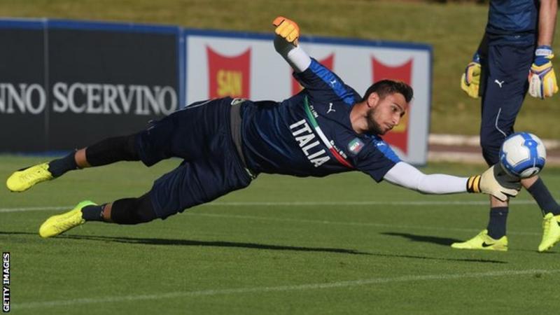 Gianluigi Donnarumma extends AC Milan deal until 2021