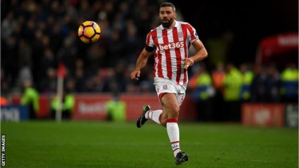 Burnley sign Republic of Ireland striker Jon Walters from Stoke