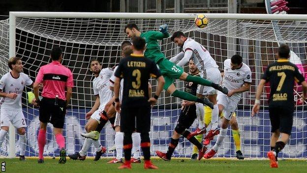 Benevento 2 AC Milan 2: Goalkeeper Brignoli scores to deny Gattuso